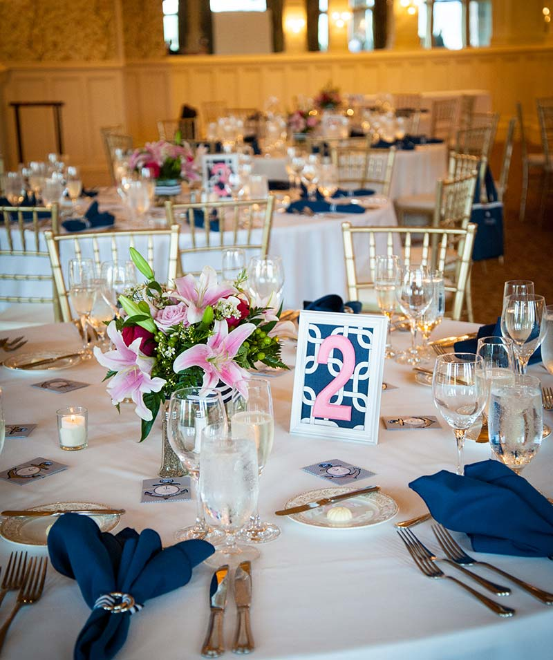 Wedding tables with placings