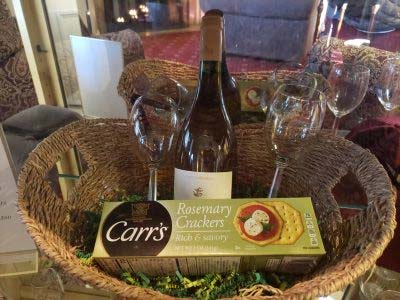 gift basic with wine and crackers